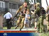 Terrorister har tagit fyra hundra personer som fångar i en skola. Bilden är från rysk tv. Foto Pressens Bild.