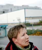 Britt-Marie Larsson är en av dem som kanske måste sluta på Saab i Trollhättan. Foto: Niklas Larsson/PrB.