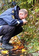 Polisen letar spår efter den man som dödade två personer i Linköping. Foto: Göran Billeson/PrB