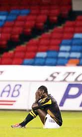 Pa-Modou Kah deppar. AIK har just åkt ur allsvenskan i fotboll. Foto: Jonas Ekströmer/PrB