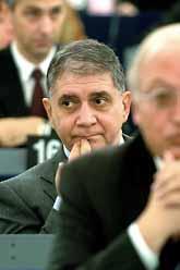 Politikerna i europaparlementet säger nej till att Rocco Buttiglione ska vara med i EU-kommissionen. Foto: Pressens Bild