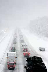 Det var svårt att ta sig fram på vägarna i Göteborgstrakten på grund av snön. Foto: Björn Larsson Rosvall/PrB