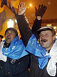 Sedan i söndags har människor varit på Kievs gator och protesterat mot valet. Foto: Pressens Bild