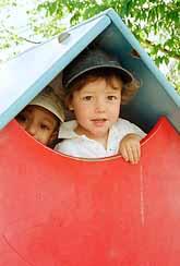 På dagisen träffar barn nästan bara kvinnor. Få män jobbar på svenska dagis. Foto: Erik G Svensson/PrB