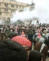 Folket i Najaf var både skrämda och arga efter att en bomb exploderade i staden. Foto: Pressens Bild
