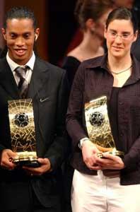 Birgit Prinz och Ronaldinho utsågs till världens bästa fotbollsspelare i år. Foto: Walter Bieri/PrB.