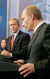 George Bush och Vladimir Putin. Foto: Luke Frazza/PrB.