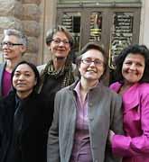 Styrelsen för det nya feministiska partiet. Foto: Jonas Ekströmer/PrB