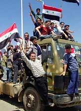 Syriska soldater som lämnar Libanon. Foto: Bassem Telawi/PrB