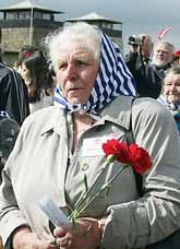 Filomena Makas var med under kriget. I söndags åkte hon och tusentals andra till ett gammalt tyskt fångläger i Österrike. Det var exakt sextio år sedan amerikanska soldater befriade fångarna där. Foto: Pressens Bild