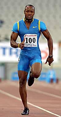 Asafa Powell satte nytt världsrekord. Foto: Thanassis Stavrakis/PrB