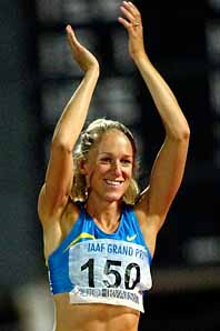 Så här glad blev Kajsa Bergqvist efter att ha hoppat två meter i Zagreb. Foto: Darko Bandic/Pressens Bild