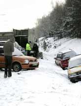 Snöovädret ställde till många olyckor på vägarna. Foto: Hans E Ericson/PrB