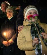 I Staden Slavutytj i Ukraina samlades människor i natt för att minnas dem som dog efter Tjernobyl-olyckan.