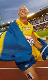Johan Wissman var överlycklig efter loppet. Han tog sin första medalj i ett stort utomhusmästerskap. Sverige har fått en storsprinter. Foto: Pontus Lundahl/Pressens Bild