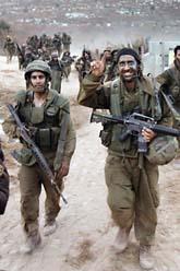 En grupp israeliska soldater lämnar södra Libanon. Foto: Denis Sinyakov/Pressens Bild
