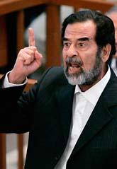 Saddam Hussein var upprörd när rättegången började i måndags. Foto: Daniel Berehulak/Pressens Bild