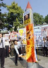 Demonstranter i Sydkorea protesterar mot Nordkoreas kärnvapen. Foto: Jung Yeon-Je/Scanpix