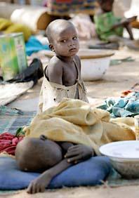 Barn i ett flyktingläger i landet Tchad. Människorna har flytt från Darfur. Foto: Christopher Ena/Scanpix