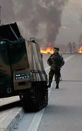 Libanesiska soldater på en gata i huvudstaden Beirut. Foto: Hussein Malla/Scanpix