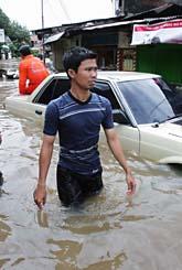 Indonesien har drabbats av stora översvämningar. Foto: Dita Alangkara/AP Photo/Scanpix