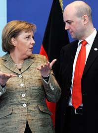 Tysklands ledare Angela Merkel tillsammans med Fredrik Reinfeldt. Foto: Yves  Logghe/AP/Scanpix