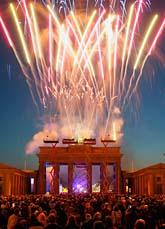 Fyrverkerier i Berlin när EU firade 50 år. Foto: Jens Meyer/AP/Scanpix