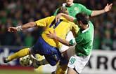 Johan Elmander kämpade hårt i matchen mot Nordirland. Foto: AP Photo/Scanpix