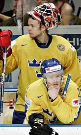 Besvikna Tre Kronor-spelare efter förlusten mot Ryssland. Foto: Jacques Boissinot/Scanpix