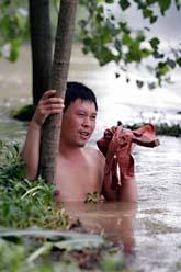 Många av Kinas stora floder är översvämmade. Foto: EyePress/AP Photo/Scanpix