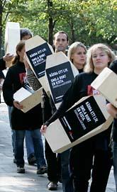 Läkare utan gränser protesterar mot svälten i världen. Foto: Bertil Ericson/Scanpix