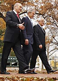 USAs president Bush, Israels premiärminister Olmert och palestiniernas ledare Abbas är några av de ledare som träffats  för att prata om Mellanöstern. Foto: Gerald Herbert/Scanpix