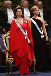 Drottning Silvia och prinsessan Madeleine i Konserthuset. Foto: Jonas Ekströmer/Scanpix