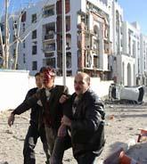 Två bilbomber exploderade i Algeriets huvudstad Alger på tisdagen. Minst sextio människor dog och nästan hundra skadades. Foto: AP Photo/Scanpix