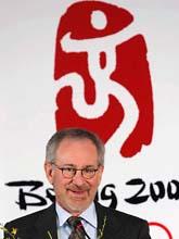 Filmaren Steven Spielberg tycker att Kinas ledare struntar i demokratin. Foto: AP/Scanpix