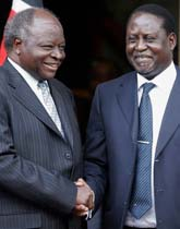 Mwai Kibaki och Raila Odinga bildar regering tillsammans i Kenya. Foto: Khalil Senosi/Scanpix