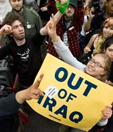 Människor i Washington demonstrerar mot kriget i Irak. Foto: Scott Applewhite/AP/Scanpix