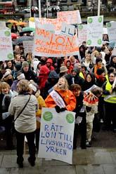 Medlemmar i vårdförbundet demonstrerade i Stockholm på tisdagen. De vill ha högre lön. Foto:Jesica Gow/Scanpix