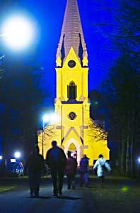 Många ledsna människor samlades i kyrkan i Stjärnsund på söndagen. Foto:Mikael Forslund/Scanpix