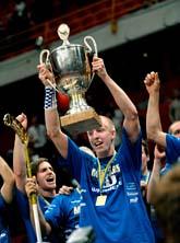Magnus Svensson firar Warbergs seger. I lördags tog laget SM-guld när de vann över AIK. Foto: Janerik Henriksson/Scanpix