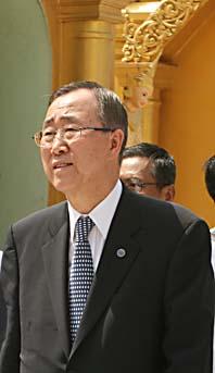 FN-chefen Ban Ki-Moon i Burma. Foto: AP/Scanpix