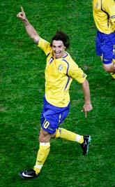 Zlatan jublar efter det viktiga målet. Foto: Scanpix