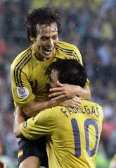 Spaniens spelare David Silva var glad när Spanien vann mot Ryssland.  Foto: Sergey Ponomarev/Scanpix