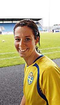 Lotta Schelin var inblandad i båda målen när Sverige vann mot Norge i fotboll. Foto: Lise Åserud/Scanpix