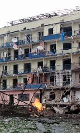 Ett hus i den georgiska staden Goro som träffats av ryska bomber. Foto: George Abdaladze/Scanpix