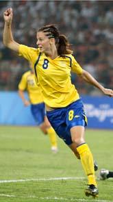 Lotta Schelin gjorde två mål när Sverige vann mot Kanada. Foto: Luca Bruno/Scanpix