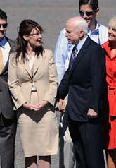 Sarah Palin och John McCain ställer upp i valet i USA i höst. Foto: Susan Walsh/Scanpix