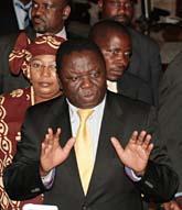 Morgan Tvangirai ska dela makten med Robert Mugabe. Foto: AP Photo.