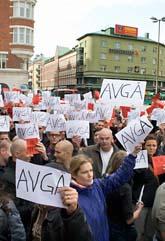 Poliser demonstrerar mot sitt fackförbund. Foto:Drago Prvulovic/Scanpix.