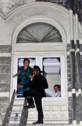 Terrorister anföll två hotell i Bombay i Indien. Foto: Gautam Singh/Scanpix